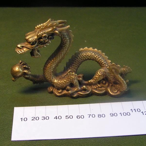 Дракон с жемчужиной бронза